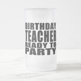 Lehrer: Geburtstags-Lehrer bereit zum Party Mattglas Bierglas