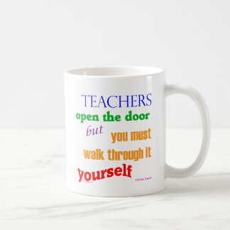 Lehrer öffnen die Tür… Kaffeetasse