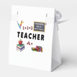 Lehrer tun es mit Klasse Geschenkschachtel