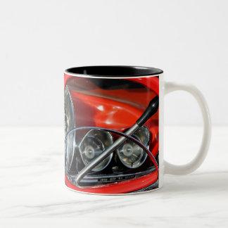 Lenkrad vom Oldtimer Zweifarbige Tasse