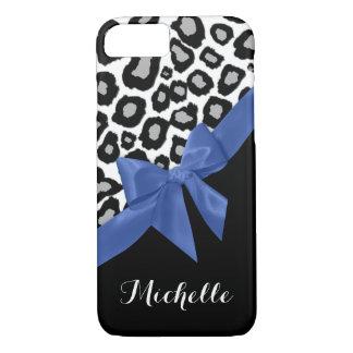 Leopard-Stellen und blauer Bogen mit Namen iPhone 8/7 Hülle