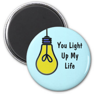 Leuchten Sie meinem Leben-Birnen-Entwurf (rund) Magnets