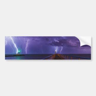 Leuchttürme in einem Gewitter mit lila Regen Autoaufkleber