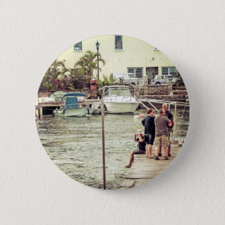 Leute auf dem Pier 1 Runder Button 5,1 Cm