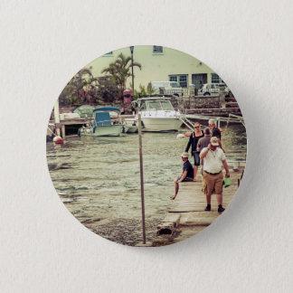 Leute auf dem Pier 2 Runder Button 5,7 Cm