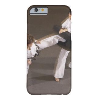 Leute, die Taekwondo üben Barely There iPhone 6 Hülle