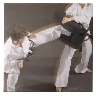 Leute, die Taekwondo üben Große Quadratische Fliese