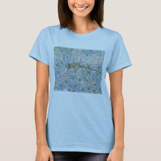 Libelle auf einer sternenklaren Nacht T-Shirt