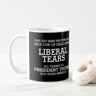 Liberaler zerreißt Präsidenten Trump Kaffeetasse