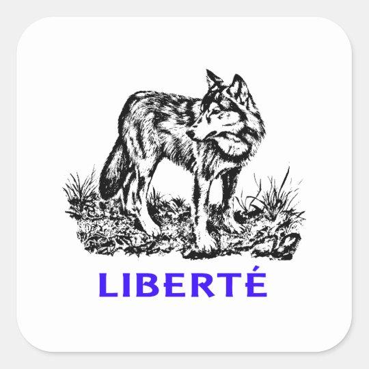 Liberté - Loup dans la nature sauvage Quadratischer Aufkleber