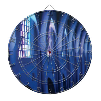 Licht betritt dunkle Kirche Dartscheibe