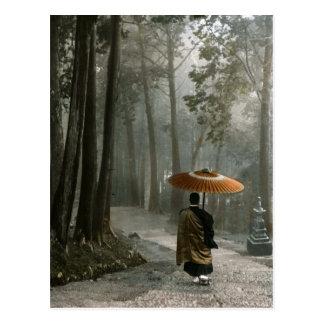 Licht bricht durch, während Mönch Tempel-Schritte Postkarte