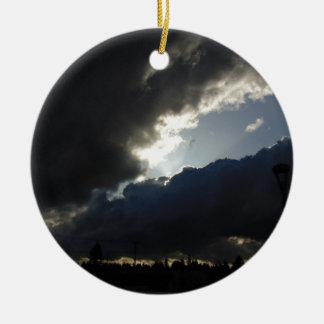 Licht-Brüche durch Rundes Keramik Ornament