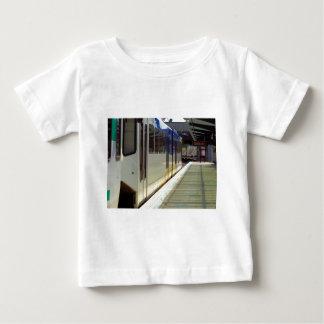 Licht-Schienen-Zug-nahes hohes Baby T-shirt