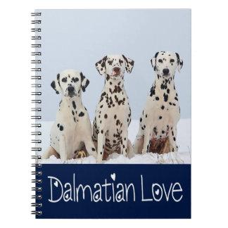 Liebe-dalmatinischer Welpen-Hund Schnee-im Spiral Notizblock
