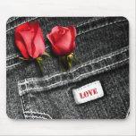 Liebe. Denim-Entwurfs-Valentinstag-Geschenk Mauspads