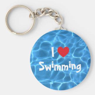 Liebe des Rot-I, die blauen Swimmingpool schwimmt Standard Runder Schlüsselanhänger