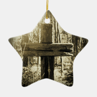 Liebe, die durch das Kreuz glänzt Keramik Ornament