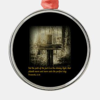 Liebe, die durch das Kreuz glänzt Silbernes Ornament