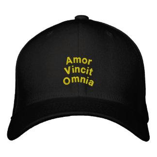 Liebe erobert alle: Gestickter Hut