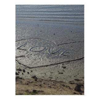 Liebe geschrieben in den Sand Postkarte