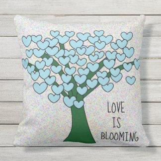 LIEBE IST BLÜHENDER niedlicher blauer Herz-Baum Kissen Für Draußen