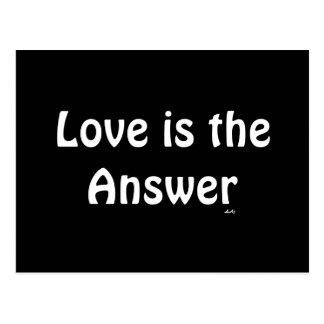 Liebe ist das Antwort-Weiß auf schwarzer Postkarte