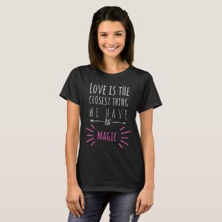 Liebe ist die nahste Sache zur Magie T-Shirt