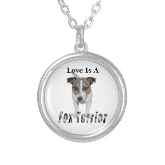 Liebe ist ein Fox-Terrier, Versilberte Kette