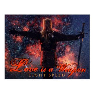 Liebe ist eine Waffen-Postkarte Postkarte