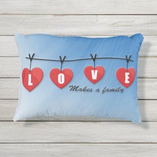 Liebe macht eine Familie - Herzen Kissen Für Draußen