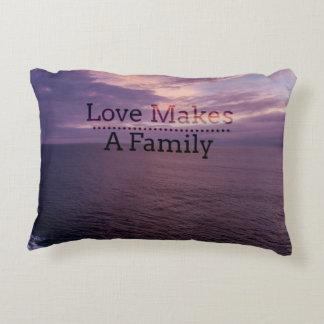 Liebe macht eine Familien-Adoption - Zierkissen