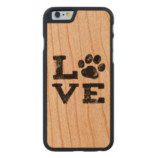 LIEBE mit Hundetatzen-Druck Carved® iPhone 6 Hülle Kirsche