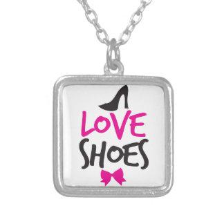 Liebe-Schuhe mit niedlichem kleinem Bogen Versilberte Kette