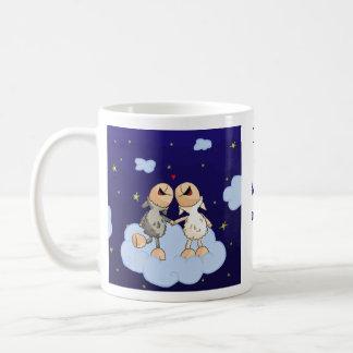 Liebe Sie zum Mond und zur hinteren Reihe Kaffeetasse