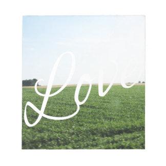 Liebe-Skript-Typografie-Natur-grasartige Wiese Notizblock