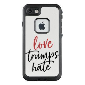Liebe-Trümpfe hassen schwarzes/rotes Skript LifeProof FRÄ' iPhone 8/7 Hülle