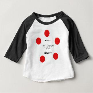 Liebe und Romance: Die gerade zwei von uns Baby T-shirt