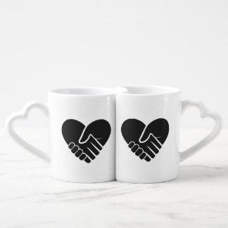 Liebe verbundenes schwarzes Herz Liebestassen