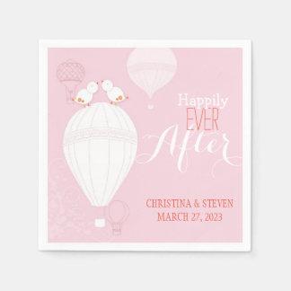 Liebe-Vögel auf Heißluft steigt rosa Hochzeit im Papierservietten
