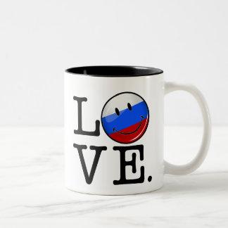 Liebe von lächelnder Flagge Russlands Zweifarbige Tasse