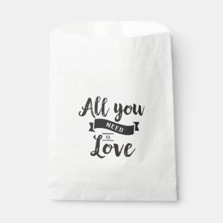 Liebe-Zitat-schwarzes u. weißes Hochzeits-Party Geschenktütchen