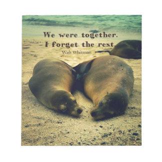 Liebepaare zitieren Seelöwen auf dem Strand Notizblock