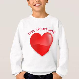 Liebetrümpfe hassen, rotes gehörtes sweatshirt