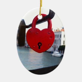 Liebeverschluß in Venedig Keramik Ornament