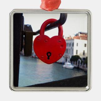 Liebeverschluß in Venedig Quadratisches Silberfarbenes Ornament