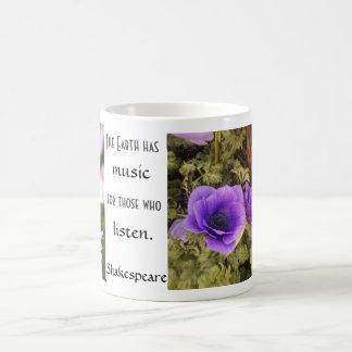 Lila Blumen-Grün-Schmetterling Shakespeare Kaffeetasse