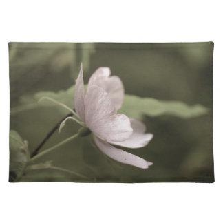 lila Blumenblüte aged8 Stofftischset
