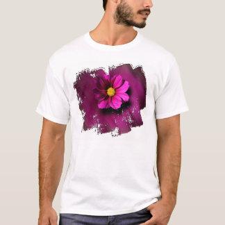 Lila Cosmo mit unscharfem Hintergrund T-Shirt