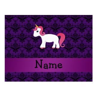 Lila Damast des personalisierten Namensunicorn Postkarte